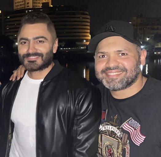 خاص – بعد عشرين عام حصل التعاون بين تامر حسني ومحمود الخيامي فماذا يقول الأخير لموقع نحنا؟