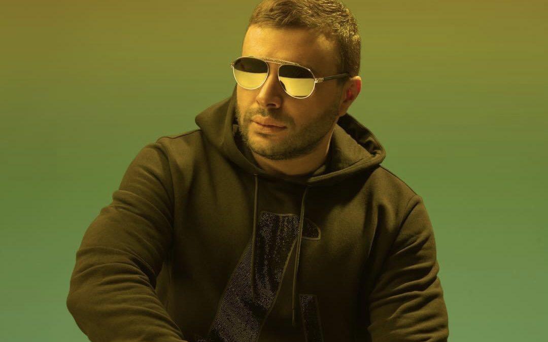 """متابعة نحنا – رامي صبري يطرح أغنية """"عيونه لما قابلوني"""".. توليفة غنائية كاملة"""